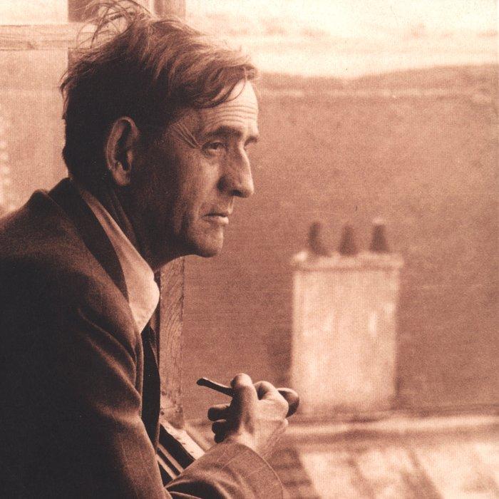 Louis Guilloux à la fenêtre de sa maison de Saint-Brieuc