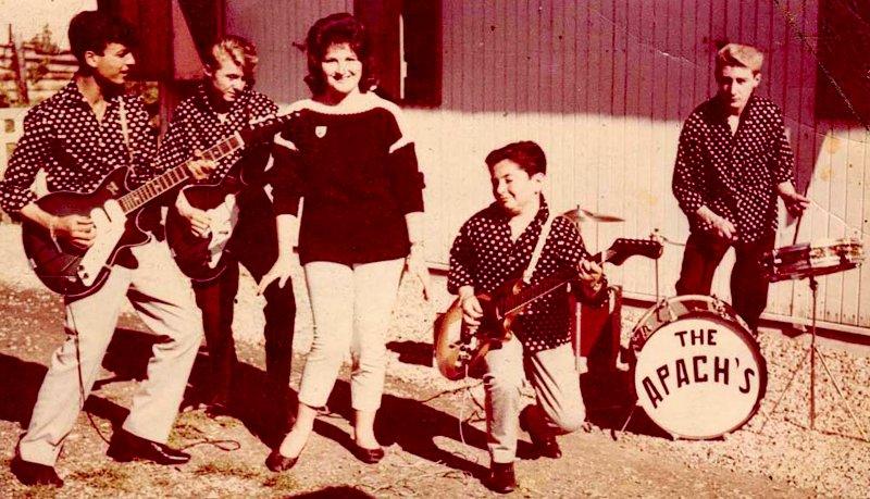 Le plus petit, c'est Little Bob… en 1963 avec son premier groupe, The Apachs. À ses côtés, sa sœur.